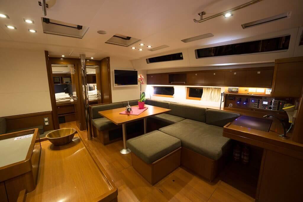 podpalubie luxusnej jachty