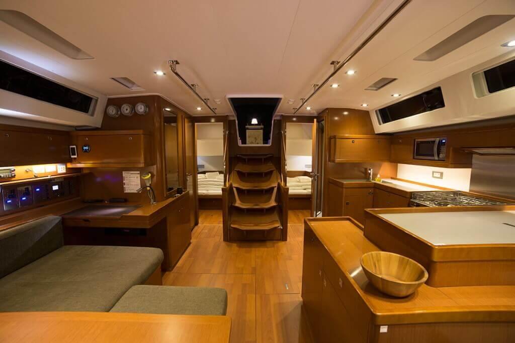 podpalubie jachty Oceanis 55