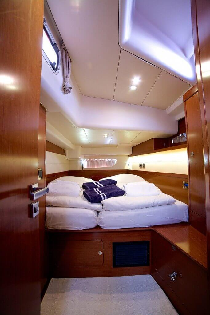 yacht bed room