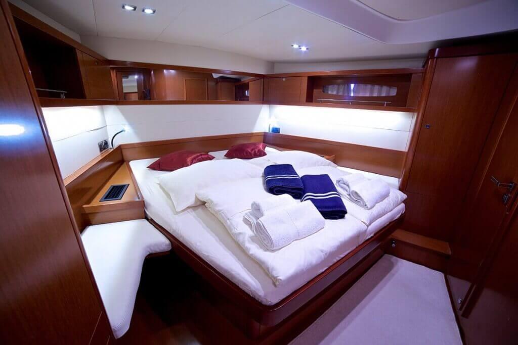 luxusná kajuta jachty Beneteau Oceanis 58