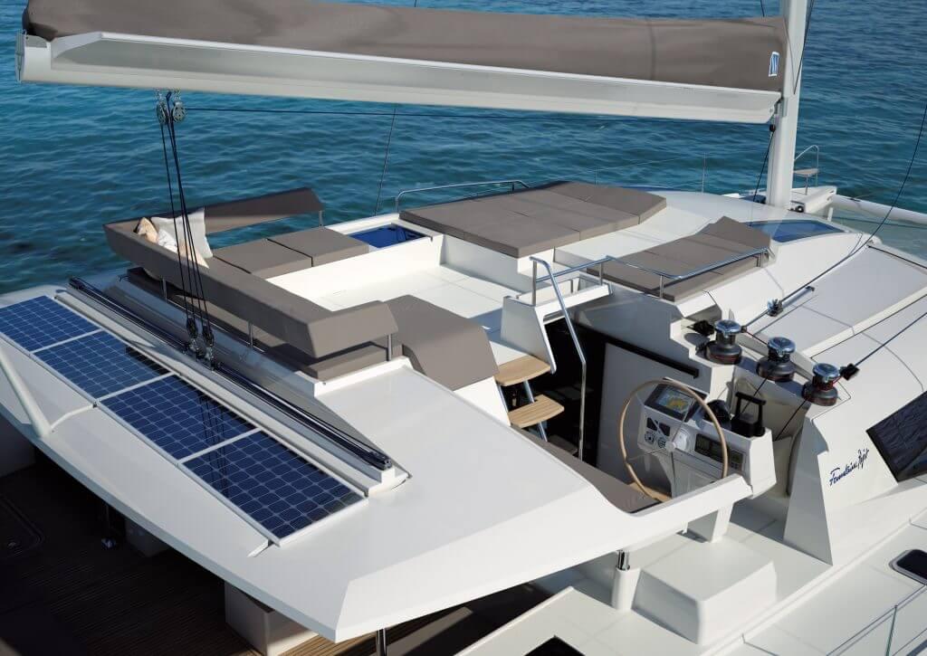 katamaran Saba 50 mostík kapitána