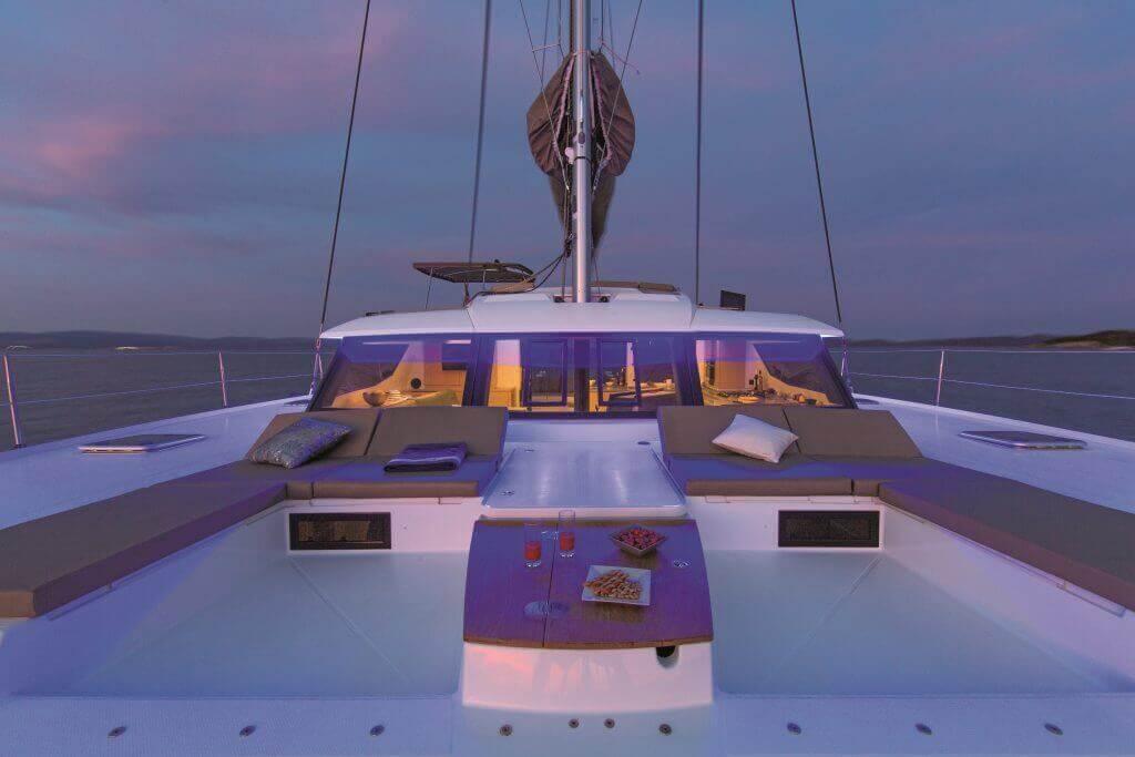 jachta Princess Aphrodite pri západe slnka